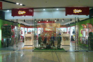Opening of NO RULES®<br>100th store, China